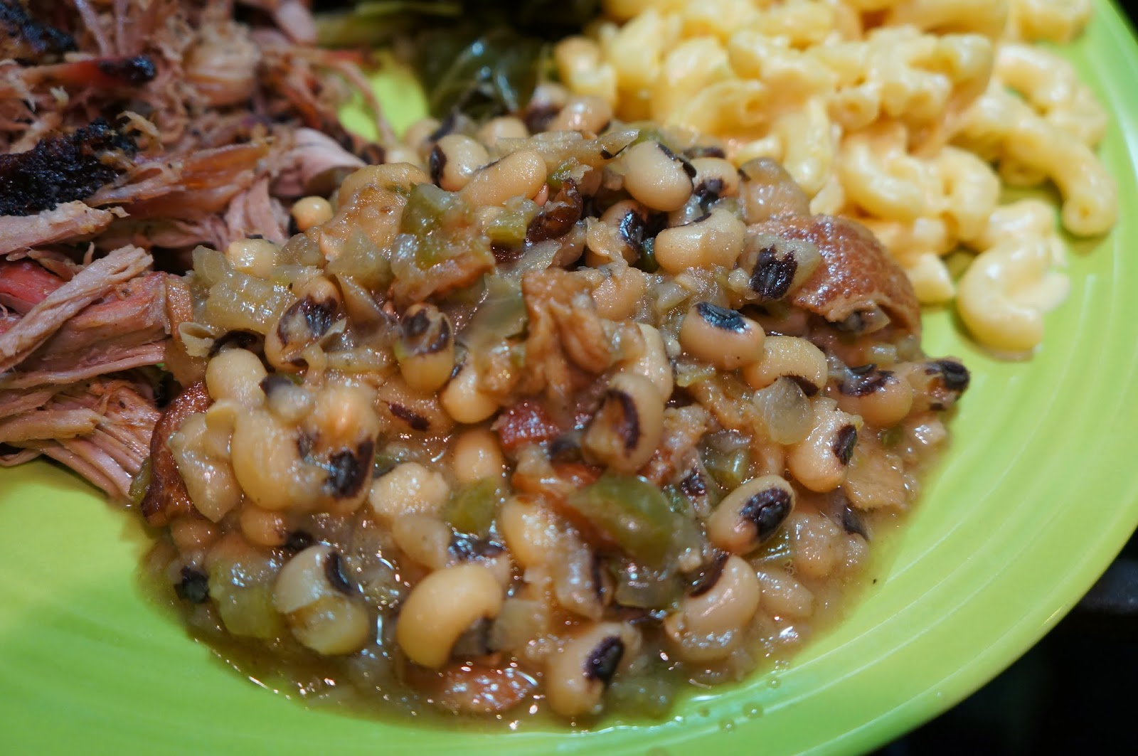 I try to make a plate of Southern food once every few months in order to satisfy my craving for my adopted homeland. While I ALWAYS make some collard greens ... & Cooking with SAHD: Southern Style Black-Eyed Peas