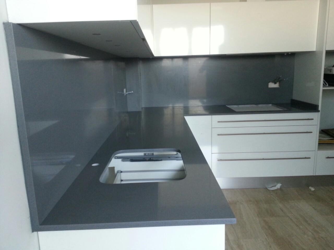 M rmoles cool encimeras exclusivas montaje cocina en for Encimera de granito gris