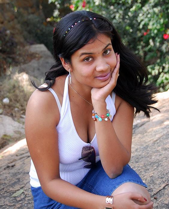 Sexy Actress Gallery: TELUGU ACTRESS DIVYA HOT SUPER HOT BOOBS PICS