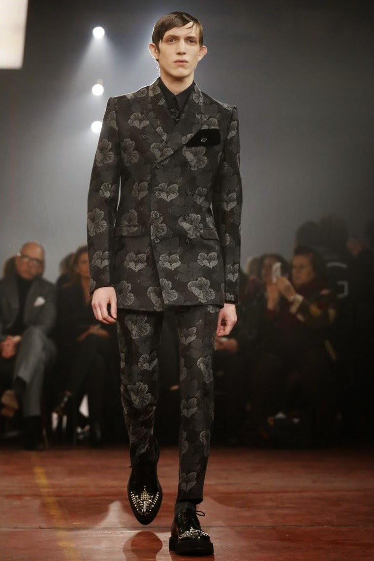 Alexander McQueen AW15, Alexander McQueen FW15, Alexander McQueen Fall Winter 2015, Alexander McQueen Autumn Winter 2015, Alexander McQueen, du dessin aux podiums, dudessinauxpodiums, LCM, London Collections Men, mode homme, menswear, habits, prêt-à-porter, tendance fashion, blog mode homme, magazine mode homme, site mode homme, conseil mode homme, doudoune homme, veste homme, chemise homme, vintage look, dress to impress, dress for less, boho, unique vintage, alloy clothing, venus clothing, la moda, spring trends, tendance, tendance de mode, blog de mode, fashion blog,  blog mode, mode paris, paris mode, fashion news, designer, fashion designer, moda in pelle, ross dress for less, fashion magazines, fashion blogs, mode a toi, revista de moda, vintage, vintage definition, vintage retro, top fashion, suits online, blog de moda, blog moda, ropa, blogs de moda, fashion tops, vetement tendance, fashion week, London Fashion Week