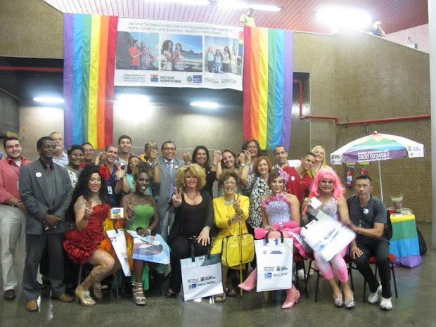 Quatro drag queens participaram da iniciativa distribuindo panfletos da campanha (Foto: Divulgação)