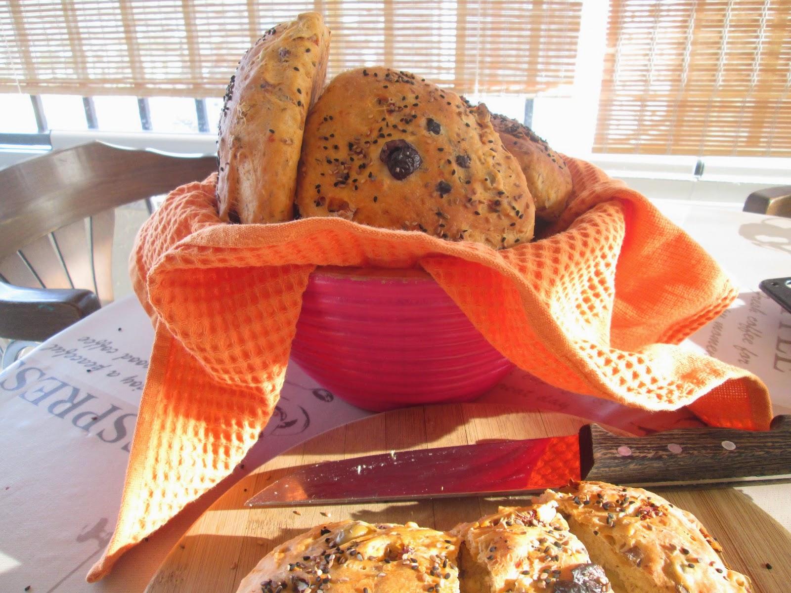 Kurutulmuş Domatesli Zeytinli Ekmek
