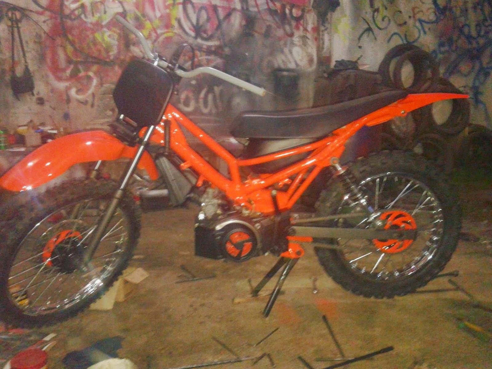Foto Gambar Modifikasi Motor Vega R 2005 Warna Orange Sukaon