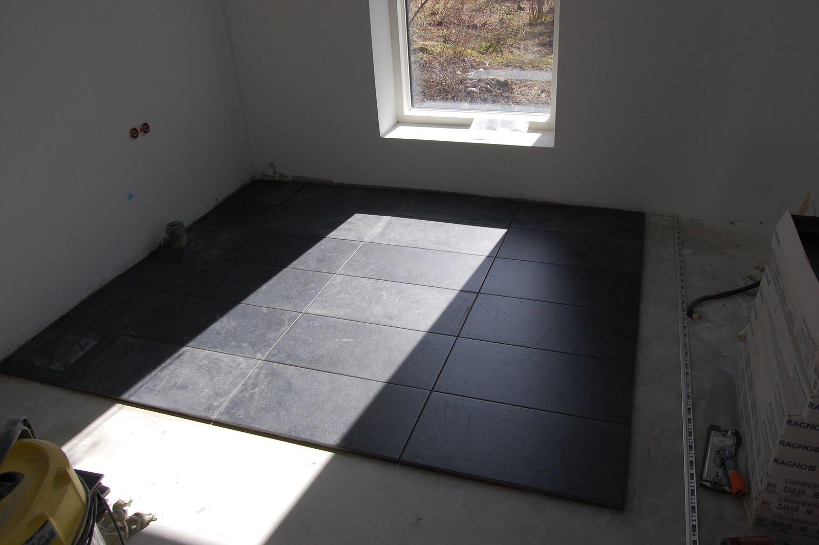 Hidasta edistystä – takkaa pukkaa ja keittiön lattia on