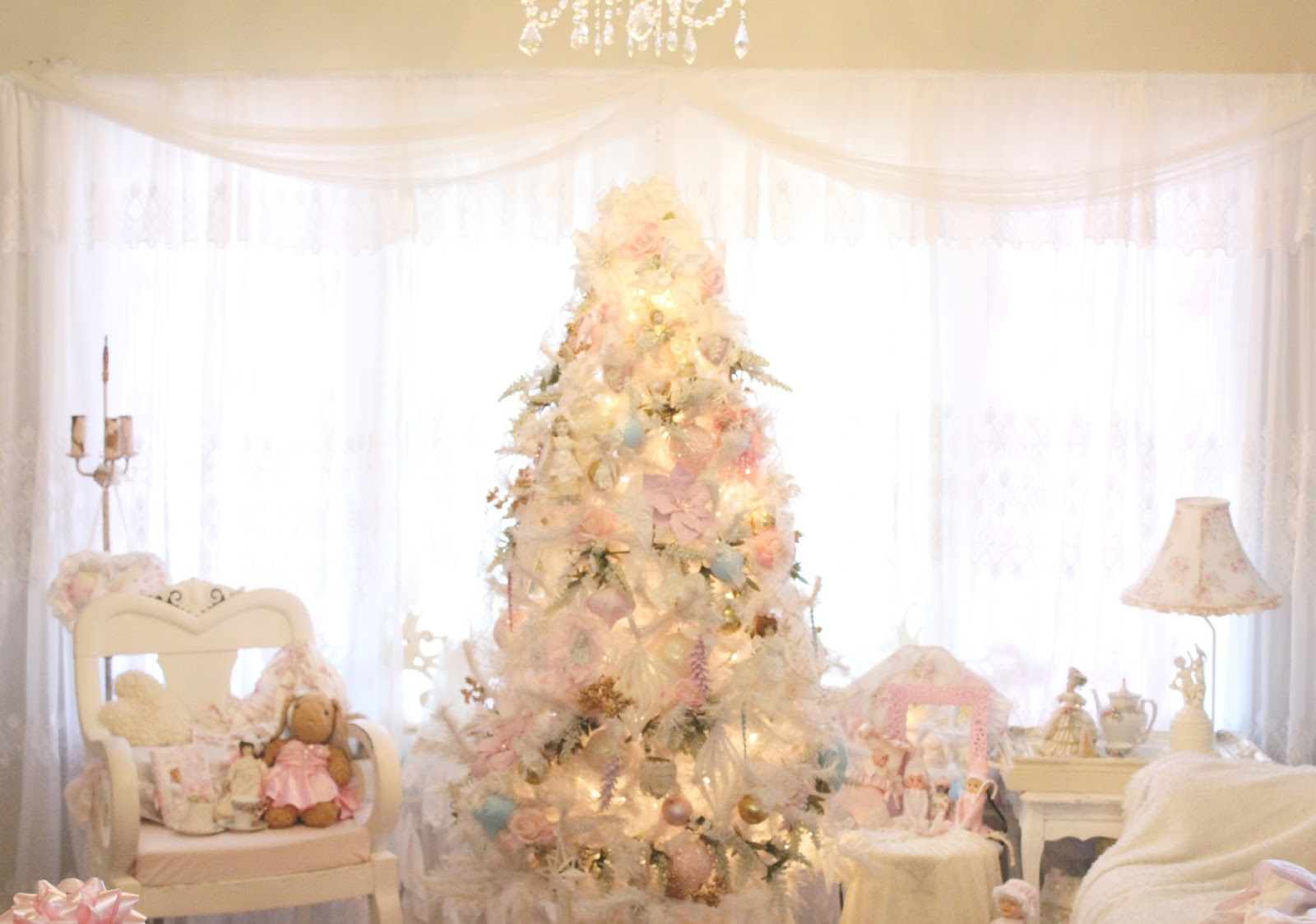 Olivia\'s Romantic Home: Inexpensive White Christmas Tree Decorating