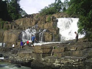 Wisata dengan Air terjun