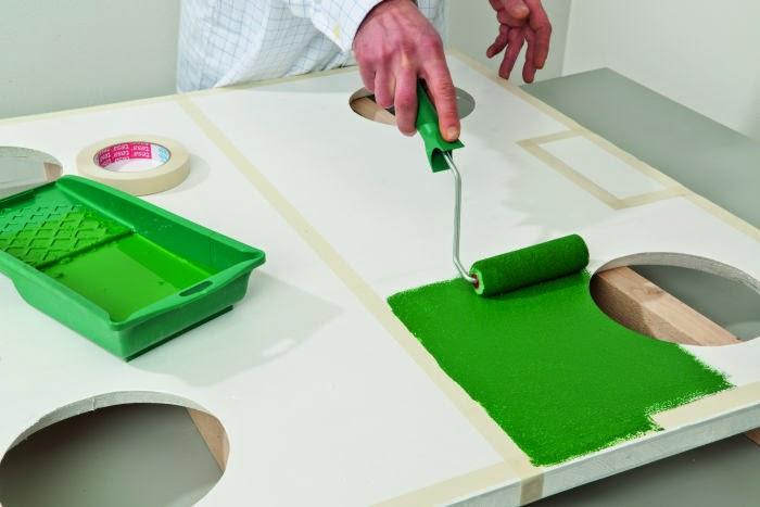 صباغة الملعب باللون الأخضر
