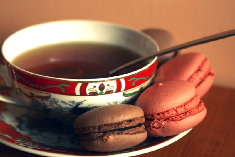 macarons with tea