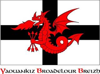 laerouant ruz est le drapeau de kadarn la jeunesse indpendantiste bretonne dadsav sur fond de kroaz du le dragon rouge du songe de merlin tient trois