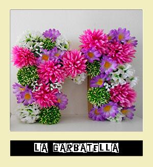 http://www.lagarbatella.com/2014/05/DIY-letras-carton-flores.html