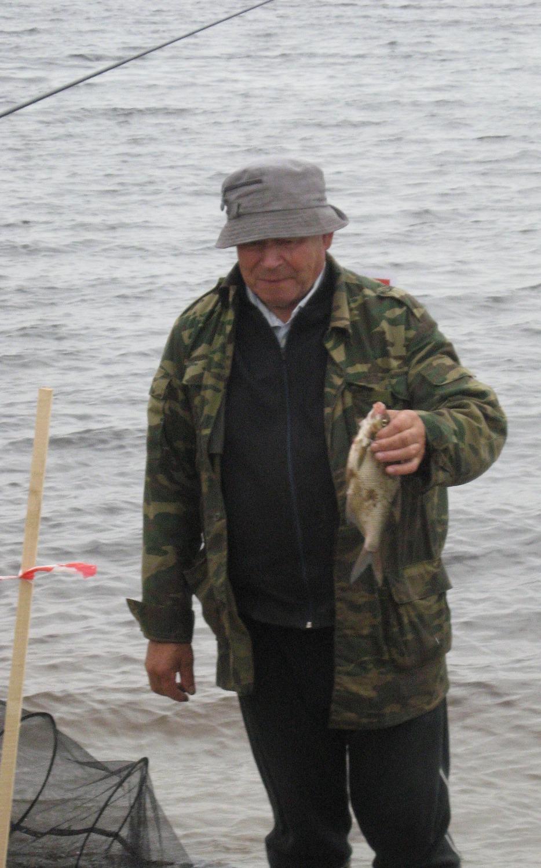 Старый рыболов-любитель