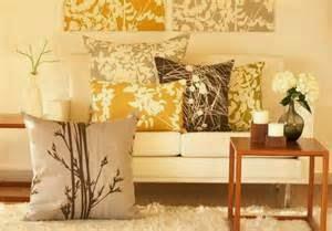 Desain ruang tamu maupun hanya sekedar dekorasi dinding hiasan rumah minimalis yang berkualitas mampu mencerminan kepribadian si pemilik. Hanya dengan melihat seperti apa ide inspirasi dekorasi kita mampu menilai sikap dan watak. Tapi di sini saya tidak akan membahas alasanya lebih lanjut dan bagaimana cara mengetahuinya.