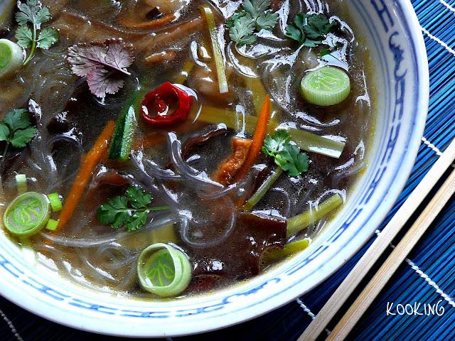 Sopa De Verduras Y Fideos Chinos