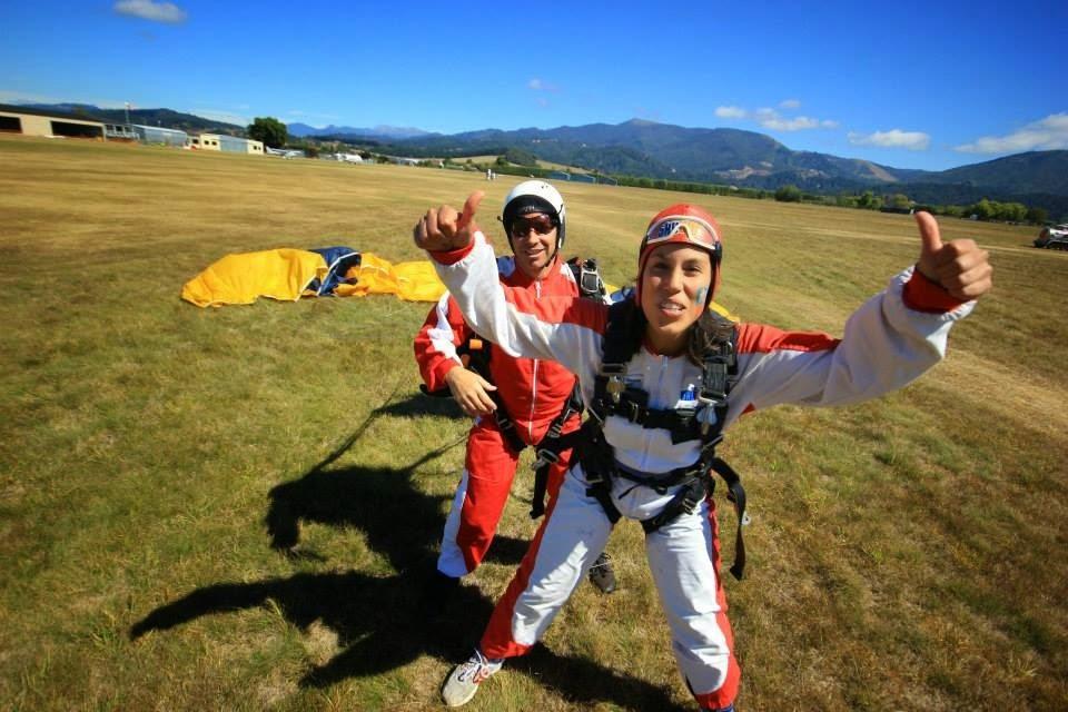 Adrenalina post salto en paracaidas | Bitácoras Viajeras