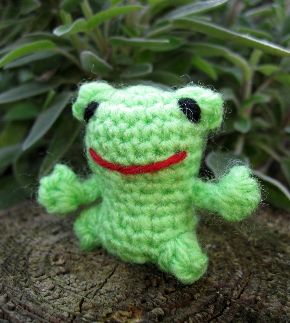 Free Mini Amigurumi Crochet Patterns : LucyRavenscar - Crochet Creatures: Mini Frog - Free ...