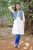 Nikitha Narayan new glam pics-thumbnail-6
