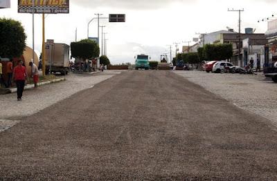 Com investimento de R$ 1,5 milhão, prefeitura de Cansanção inicia pavimentação asfáltica de 18 ruas do centro