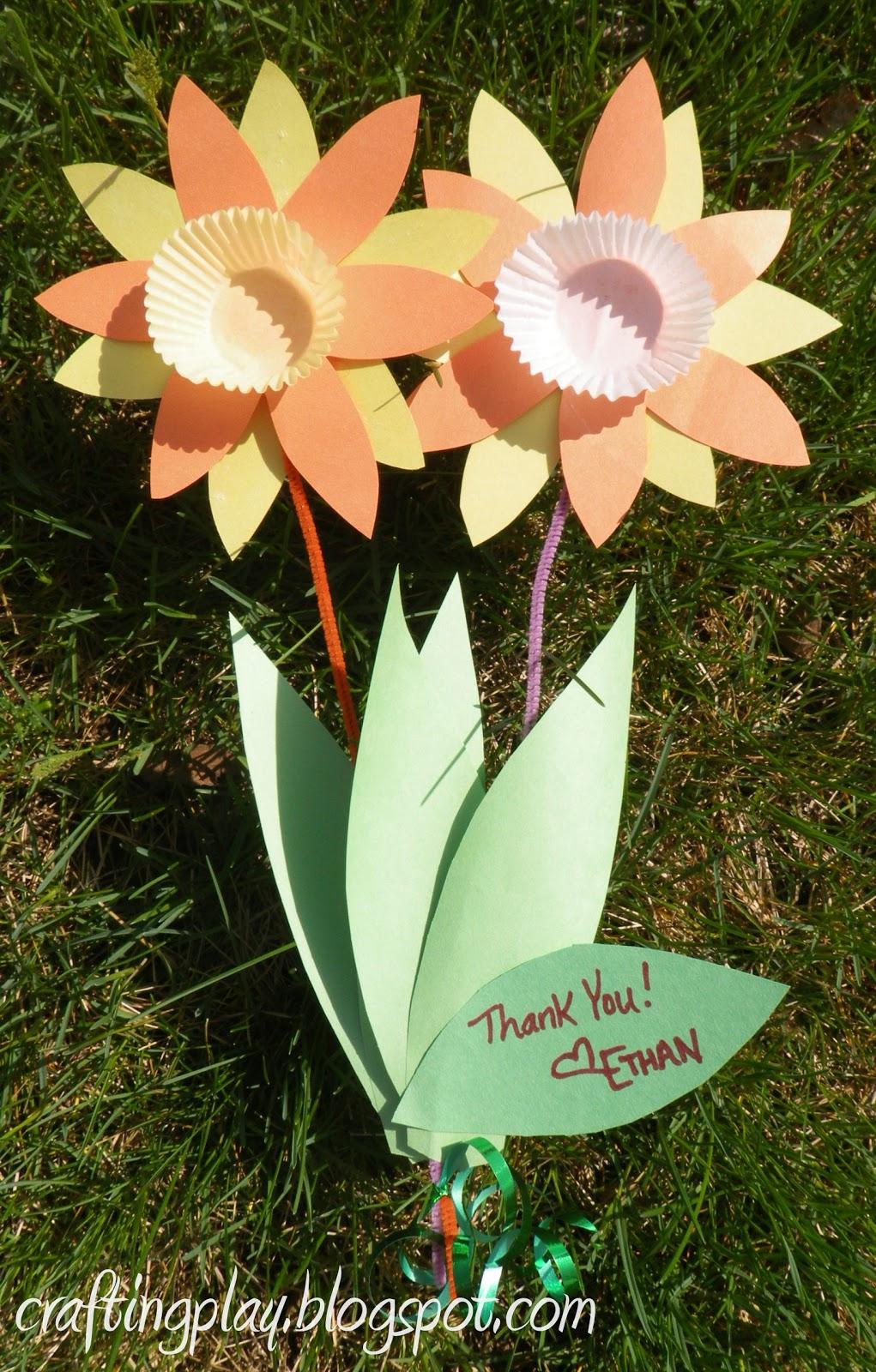 crafting play  intro to glue stick  aka spring daffodil