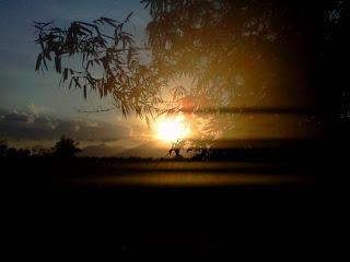 Saat Menjelang Matahari Terbenam