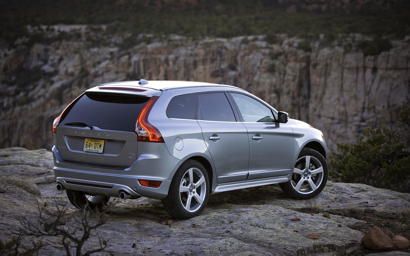 sport cars 2012 volvo xc60 beautiful car. Black Bedroom Furniture Sets. Home Design Ideas