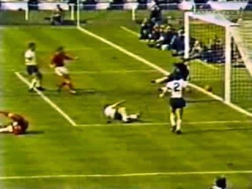Polemico gol da inglês na final contra alemães.