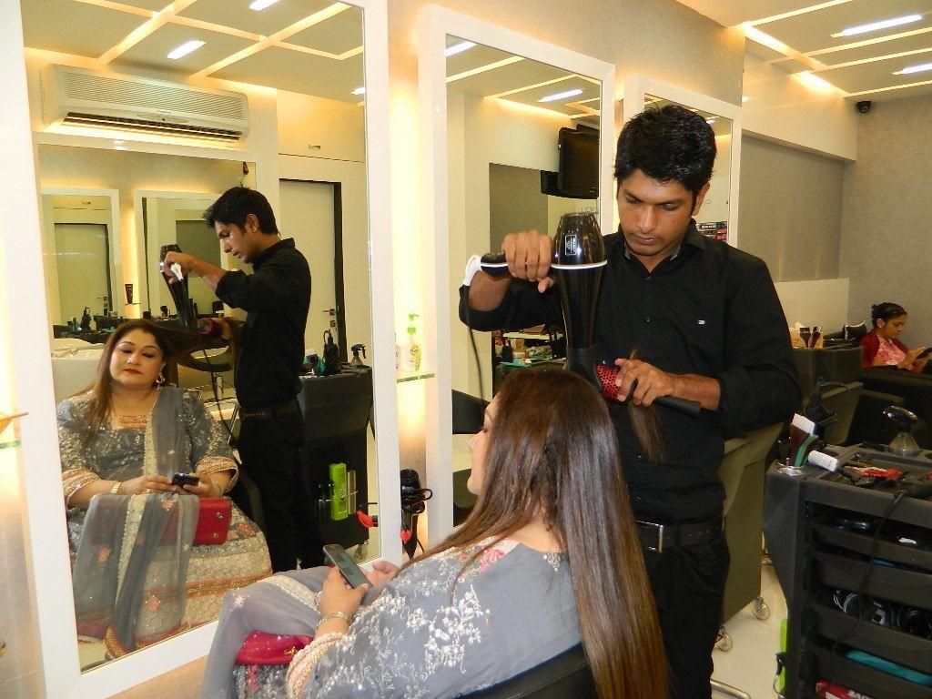 Branching out the best lemon salon now in bandra mumbai for Salons in mumbai