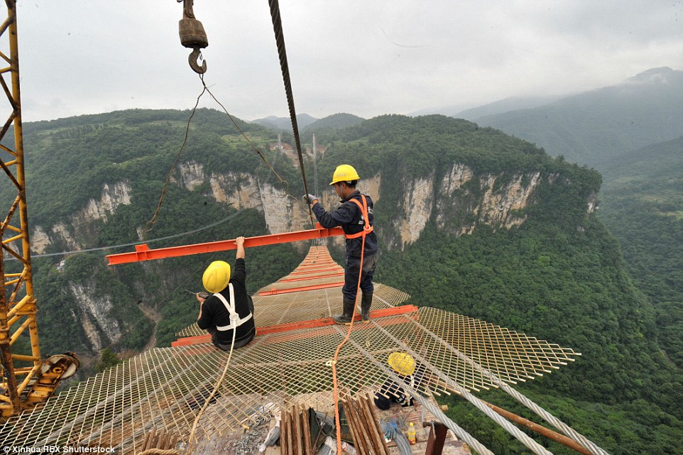 Worlds Longest Glass Skywalk Opens In China TECH UPDATERs - China opens worlds longest skywalk