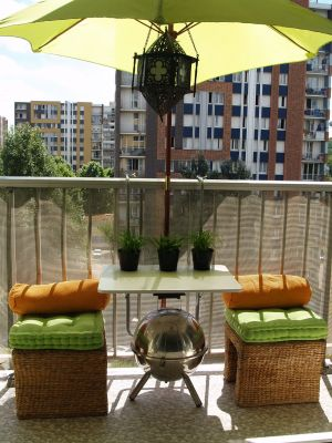 Decoraci n minimalista y contempor nea decoraci n de for Muebles para balcon exterior pequeno
