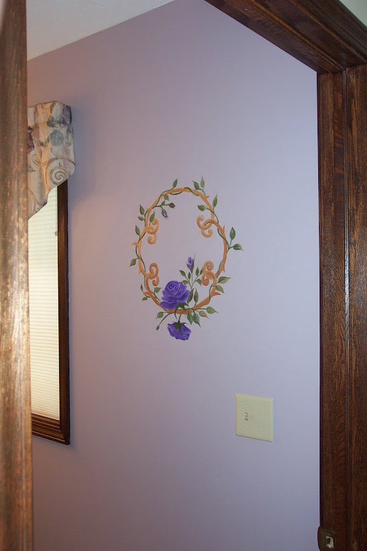 The picture to the right shows the size of the painted wreath. title=