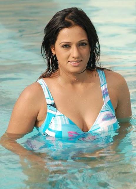 brinda parekh in blue bikini