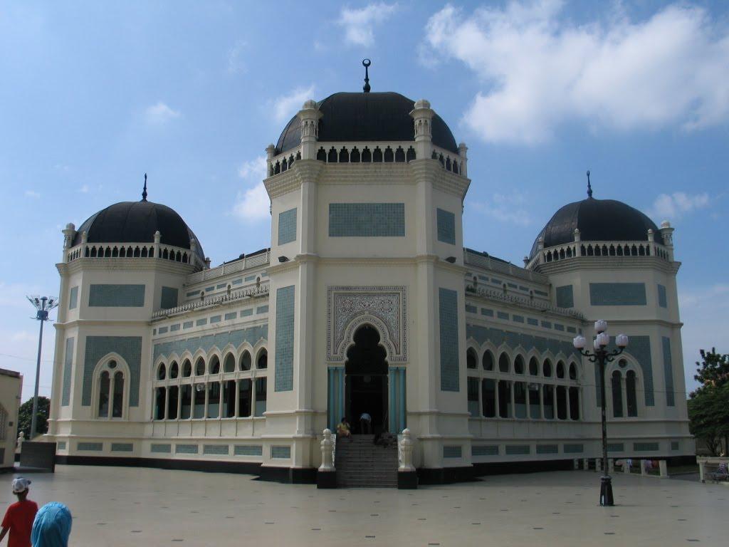 Al mashun grand mosque medan indonesia indonesian for Home wallpaper kuching