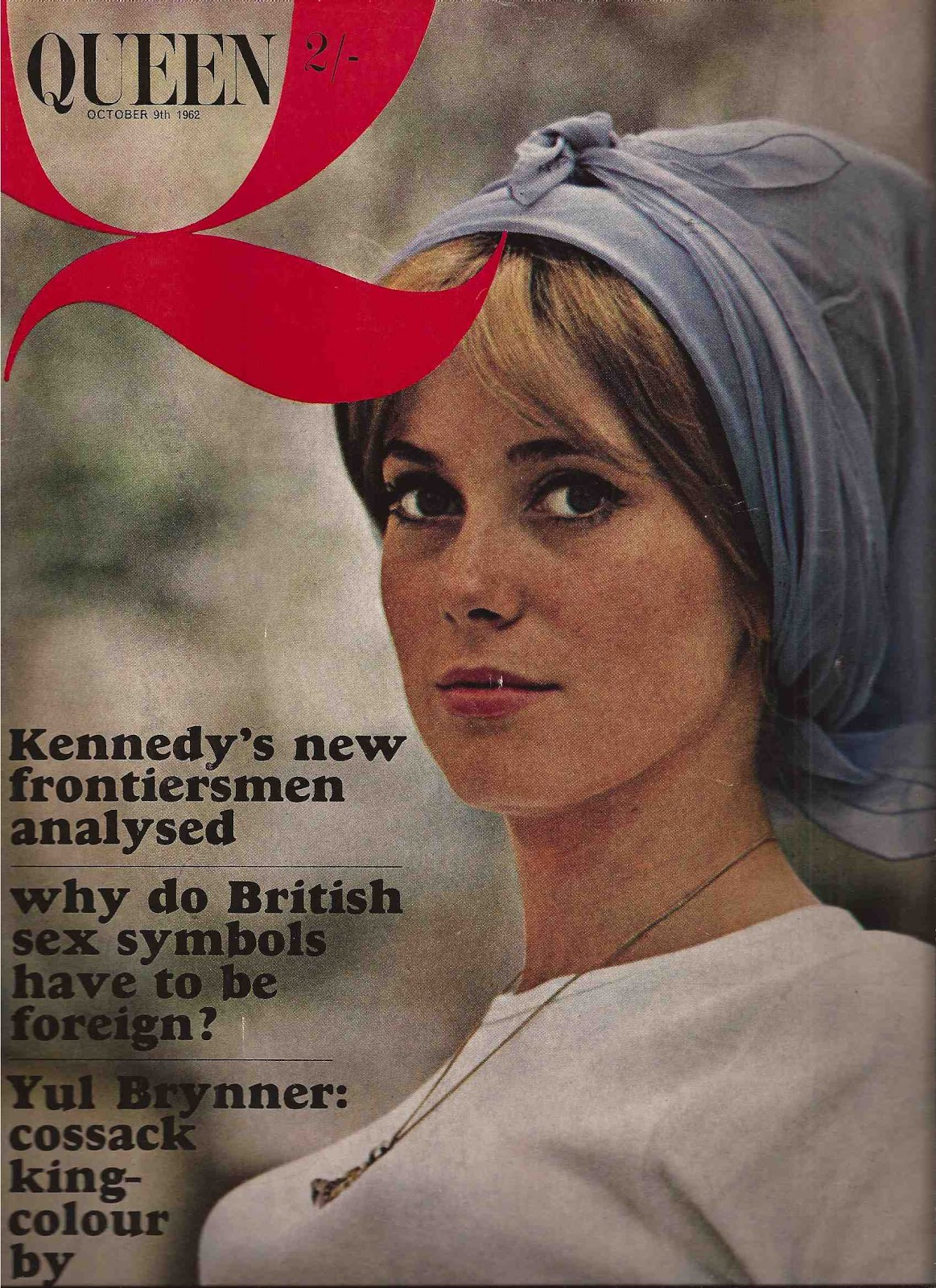 http://1.bp.blogspot.com/-XawY1cSHIEQ/UIt1jaWcNoI/AAAAAAAAJRE/qGjD0om2pdQ/s1600/Catherine+Deneuve+Queen+October+1962-1.jpg