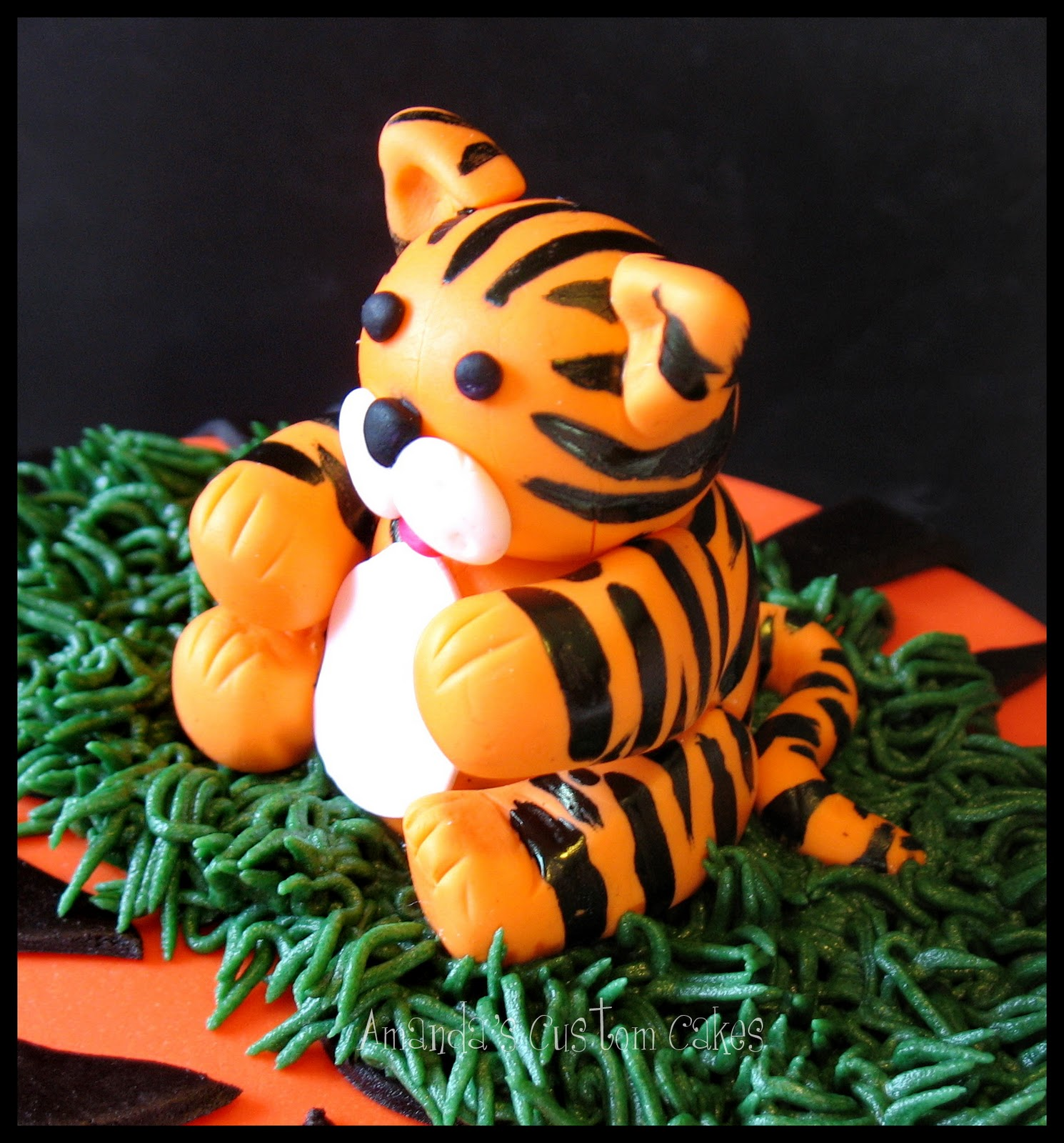 Amanda S Custom Cakes Tiger Themed Cookies And Cake