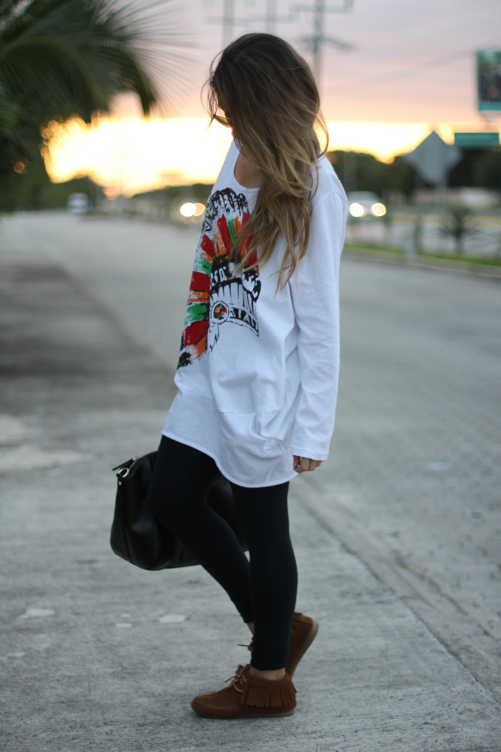Fashion blogger with leggings