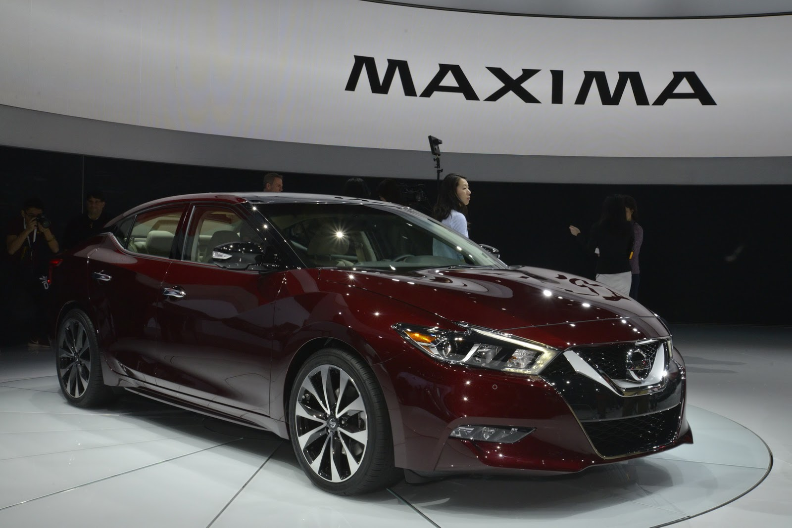nissan 39 s stunning all new 2016 maxima revealed in new york 77 pics carscoops. Black Bedroom Furniture Sets. Home Design Ideas