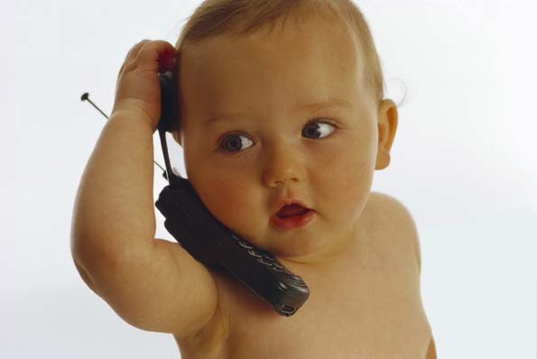 http://1.bp.blogspot.com/-XbaI-XF3UWw/TftqarIhlQI/AAAAAAAAUE8/4WWi7_biV8o/s1600/bebe-habla.jpg