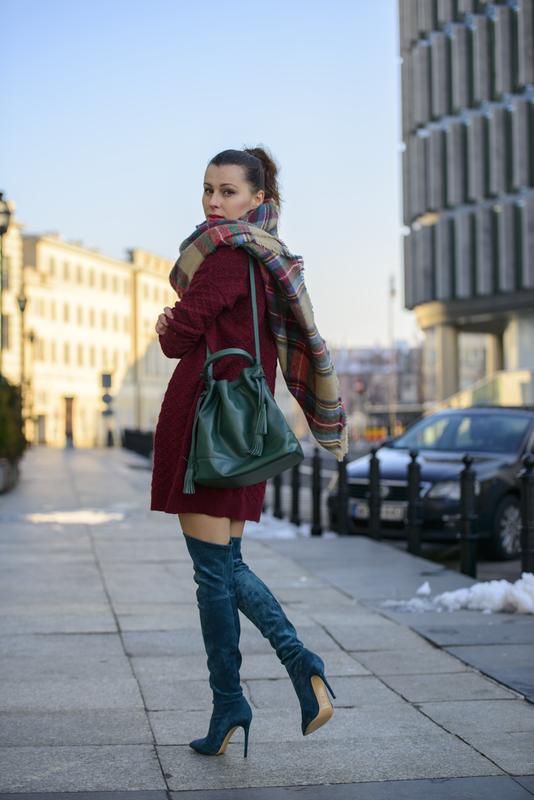 burgundowy sweter stylizacja
