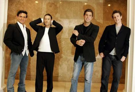 Il divo to play live at the london coliseum backstage pass the incomparable il divo are set to perform at the iconic london coliseum on august 2nd accompanied by the world famous royal philharmonic concert m4hsunfo