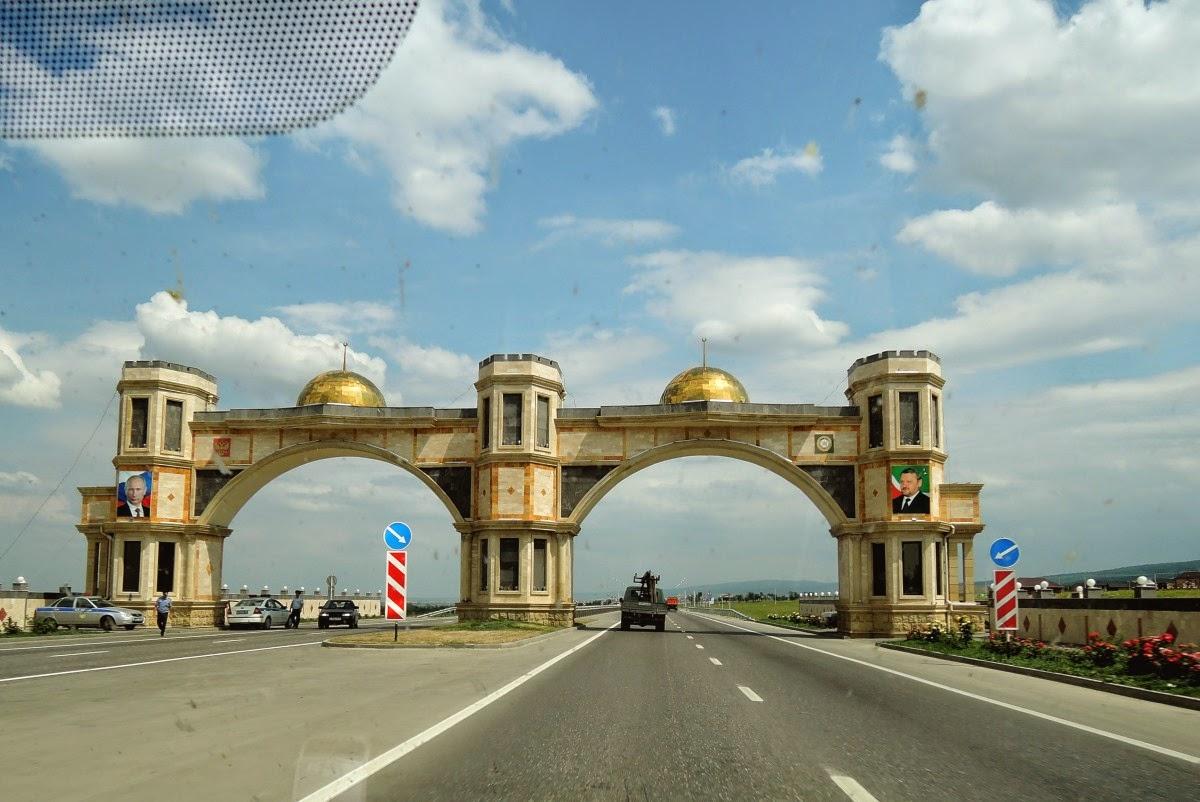 ворота въезда в Чечню