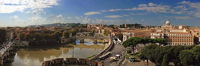 Panorama de Rome depuis la terrasse du château Saint-Ange
