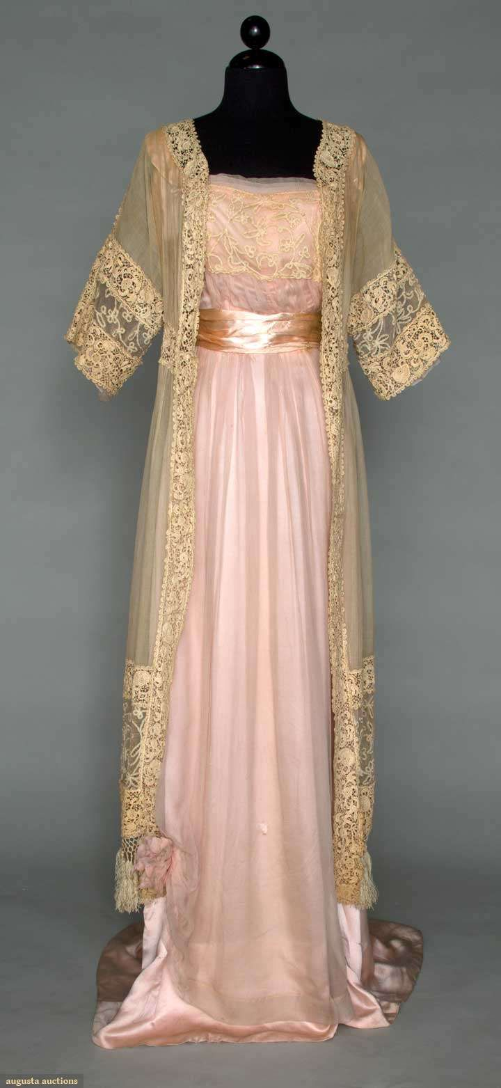 A look into Star Wars: Padme\'s dresses. Part X