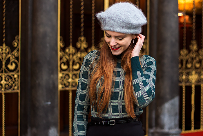 Fashion blogger outfit with vintage sweater, Eiffel tower earrings and a midi pencil skirt