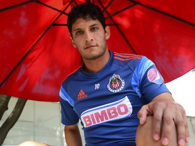 El jugador afirma estar muy feliz de formar parte de Chivas.