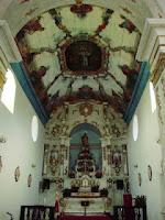 Atualmente muitas pinturas nas paredes laterias desapareceram prevalecendo a tinta branca.