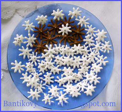 новогодний рецепт - снежинки в чашке с кофе