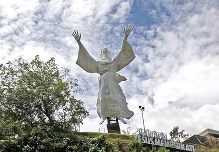 Patung Yesus Memberkati Kota Manado, Manado