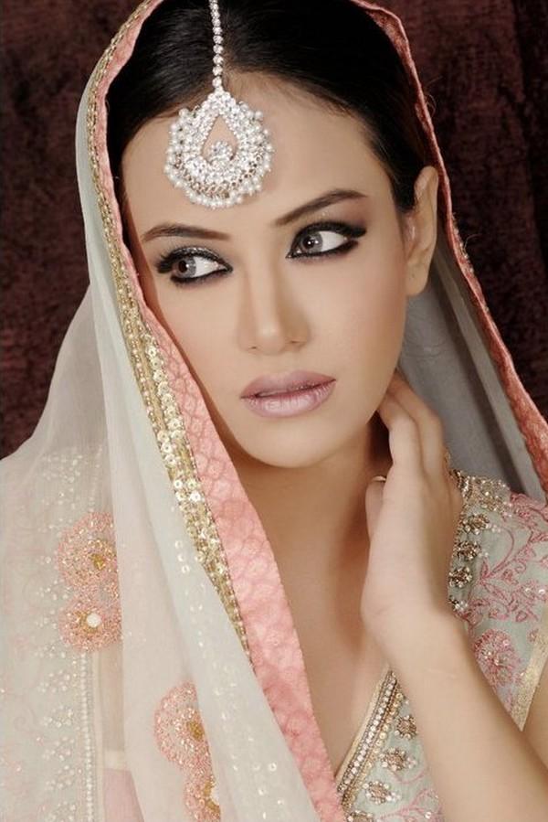 Gothic Wedding Makeup : Gothic Vampire Motivated Bridal Make-up