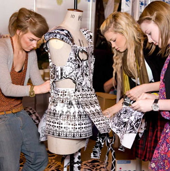 craze for fashion among students Impact of fashion on students fashion is something that we deal with every day of our life in general, fashion is a term for a popular style or practice, especially in clothing, footwear, accessories, makeup, body piercing, or furniture.