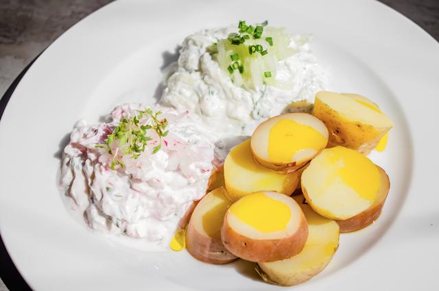 Kartoffeln mit Quark und goldgelben Leinöl