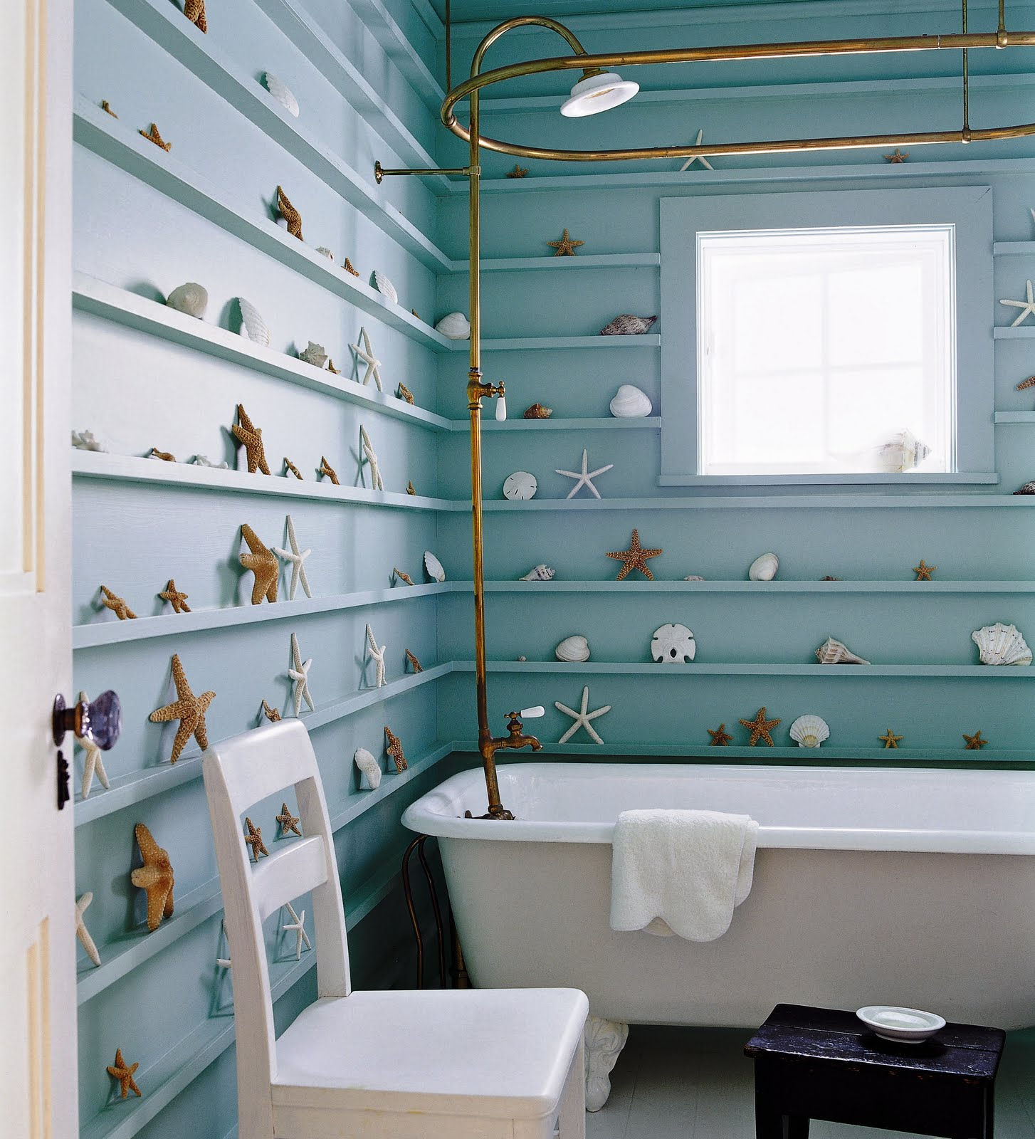 House crush haute to home sophisticated aqua for Beach cottage bathroom ideas